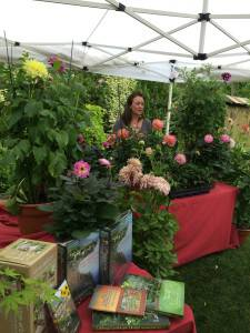 """Dahlias from Summer to Fall"" Workshop with Erin Watson Great Success"