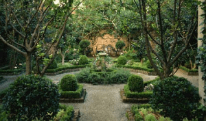 How Can I Incorporate Natural Elements into Garden Paths?
